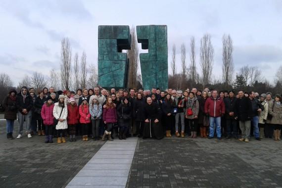 VJERNICI IZ BUŠETINE I OKRUGLJAČE HODOČASTILI U VUKOVAR I ILOK – 16. 1. 2016.